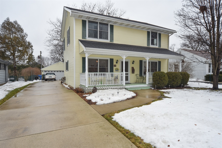 Real Estate Photography - 310 N Owen St, Mount Prospect, IL, 60056 - Front View