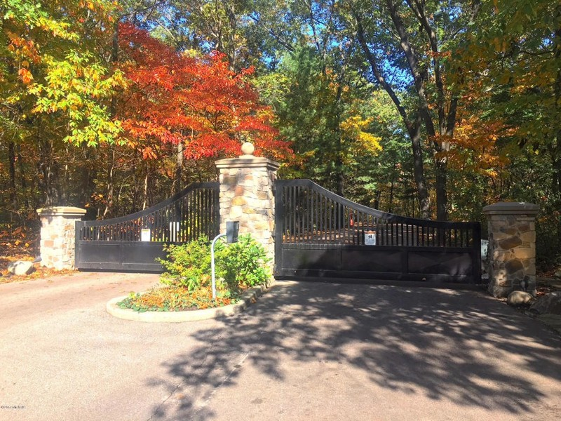 Real Estate Photography - 13173 Sunset Point, New Buffalo, MI, 49117 - Gated Entry