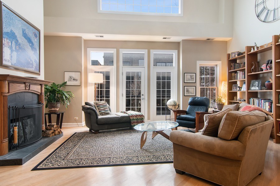 Real Estate Photography - 1541 N. North Park Avenue, #3S, Chicago, IL, 60610 - Living Room