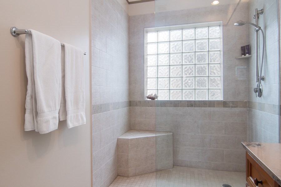 Real Estate Photography - 1541 N. North Park Avenue, #3S, Chicago, IL, 60610 - En-Suite Shower