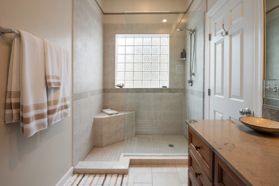 Real Estate Photography - 1541 N. North Park Avenue, #3S, Chicago, IL, 60610 - En-Suite Bathroom