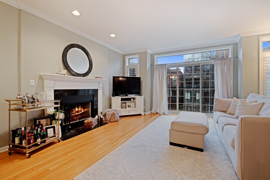 Real Estate Photography - 3509 N. Reta Ave, #2, Chicago, IL, 60657 - Living Room