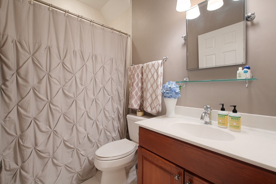 Real Estate Photography - 3509 N. Reta Ave, #2, Chicago, IL, 60657 - Bathroom