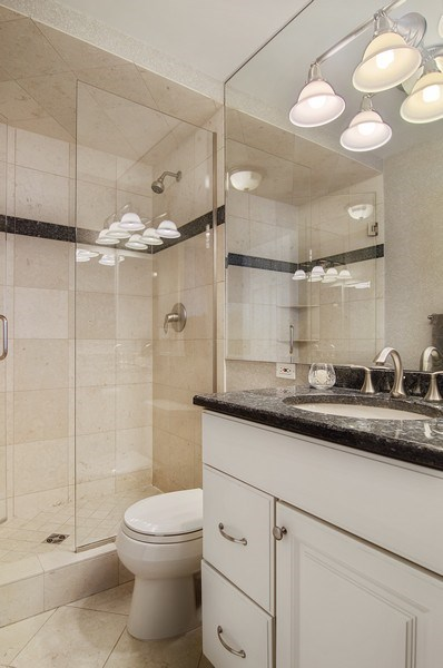 Real Estate Photography - 2500 Seminary, 3W, Chicago, IL, 60614 - Master Bathroom