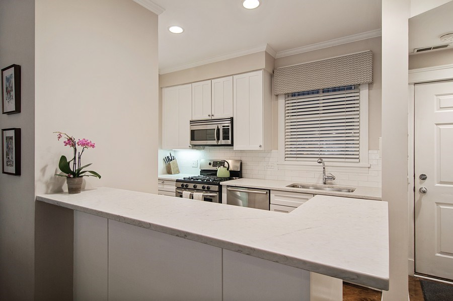 Real Estate Photography - 2500 Seminary, 3W, Chicago, IL, 60614 - Kitchen