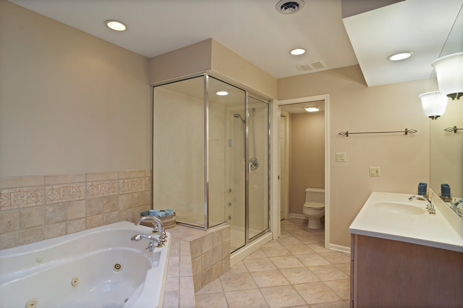 Real Estate Photography - 133 N Rammer, Arlington Heights, IL, 60004 - Master Bathroom