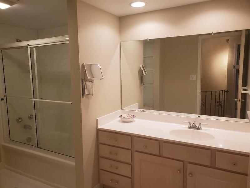 Real Estate Photography - 133 N Rammer, Arlington Heights, IL, 60004 - Full Hall Bathroom