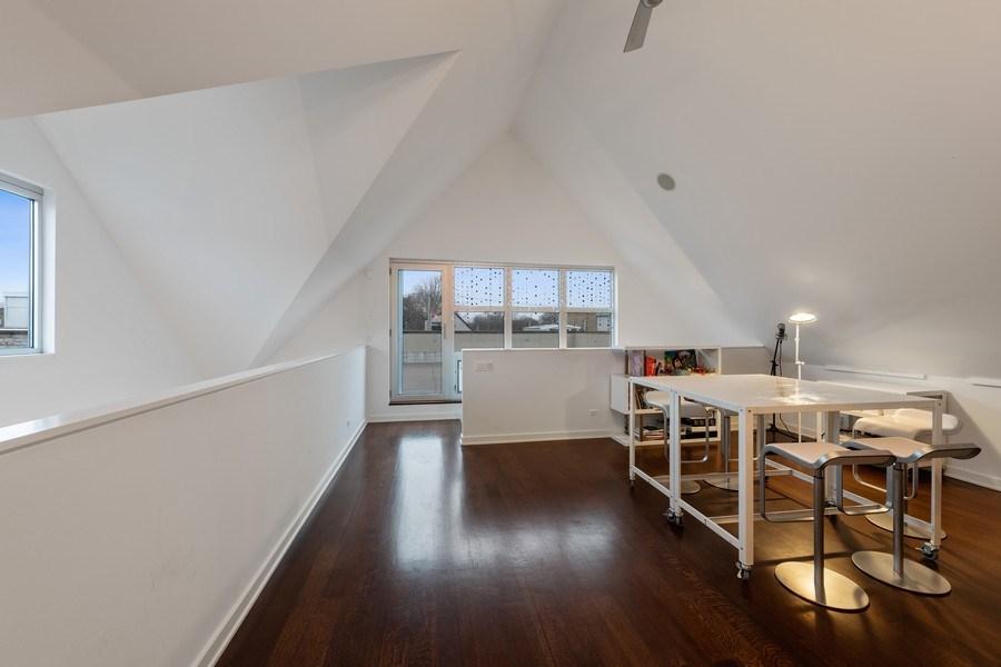 Real Estate Photography - 3310 N Leavitt Ave, Chicago, IL, 60618 - Loft