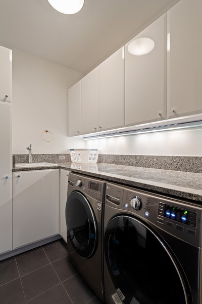 Real Estate Photography - 3310 N Leavitt Ave, Chicago, IL, 60618 - Laundry Room