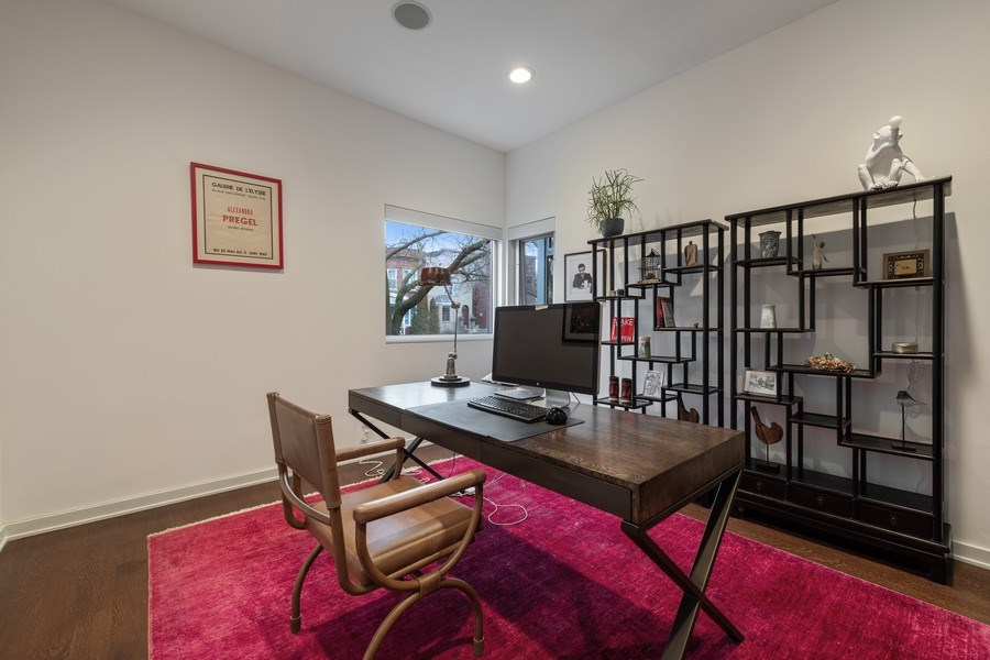 Real Estate Photography - 3310 N Leavitt Ave, Chicago, IL, 60618 - Office