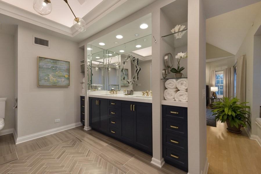 Real Estate Photography - 706 Sheridan Rd, Evanston, IL, 60202 - Master Bathroom