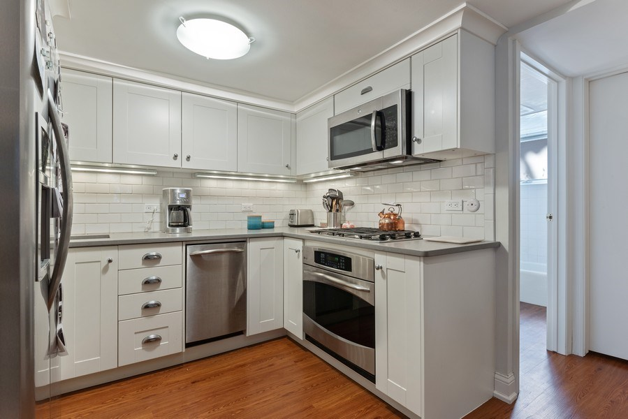 Real Estate Photography - 706 Sheridan Rd, Evanston, IL, 60202 - Kitchen