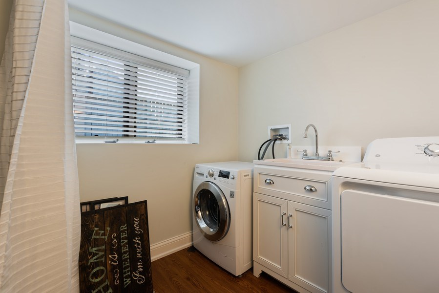 Real Estate Photography - 706 Sheridan Rd, Evanston, IL, 60202 - Laundry Room