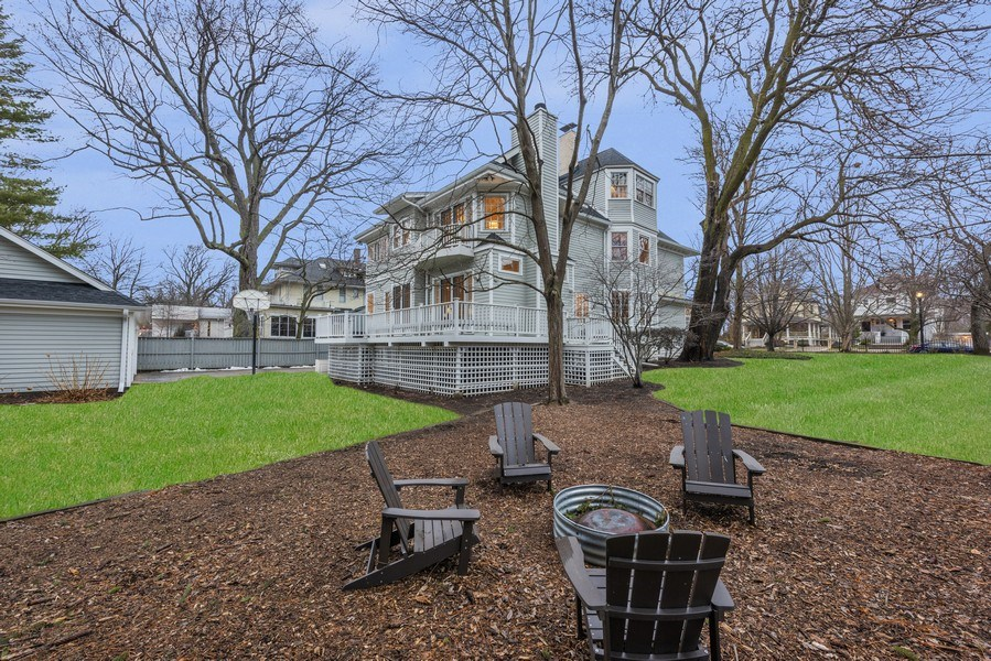 Real Estate Photography - 706 Sheridan Rd, Evanston, IL, 60202 - Rear View