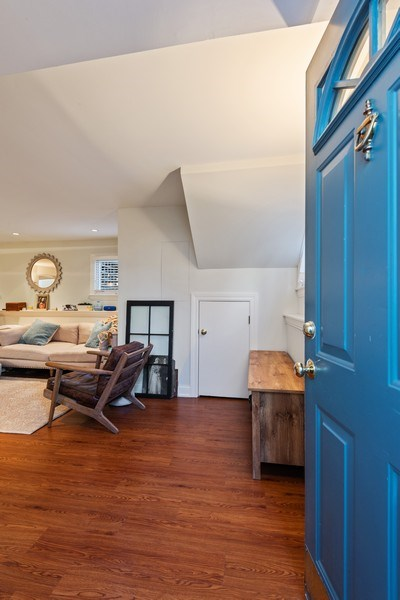 Real Estate Photography - 706 Sheridan Rd, Evanston, IL, 60202 - Entryway