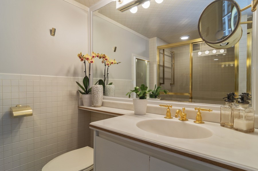 Real Estate Photography - 850 DeWitt, #18A, Chicago, IL, 60611 - 1 Bedroom- Bathroom