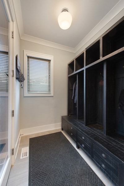 Real Estate Photography - 3943 N Hoyne Ave, Chicago, IL, 60618 - Mudroom