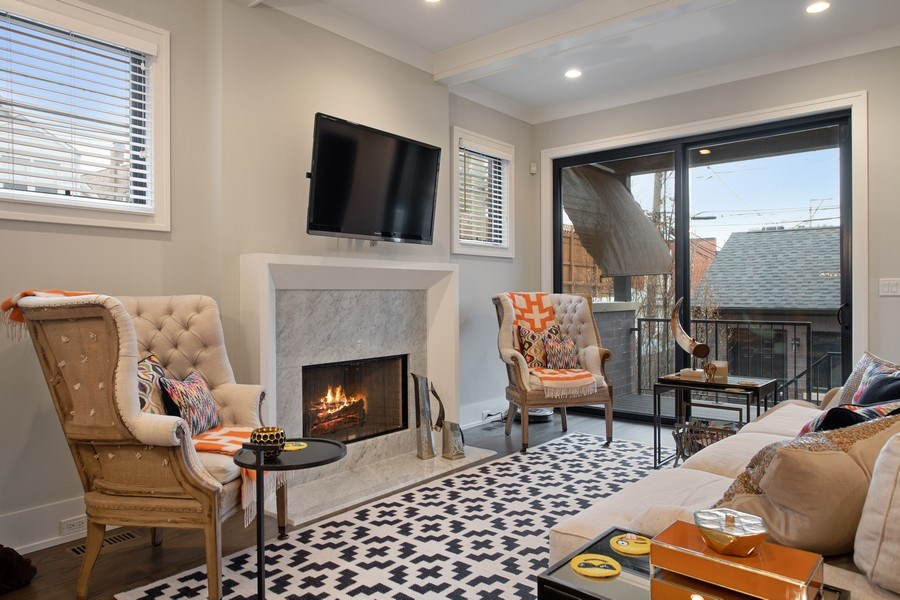 Real Estate Photography - 3943 N Hoyne Ave, Chicago, IL, 60618 - Family Room