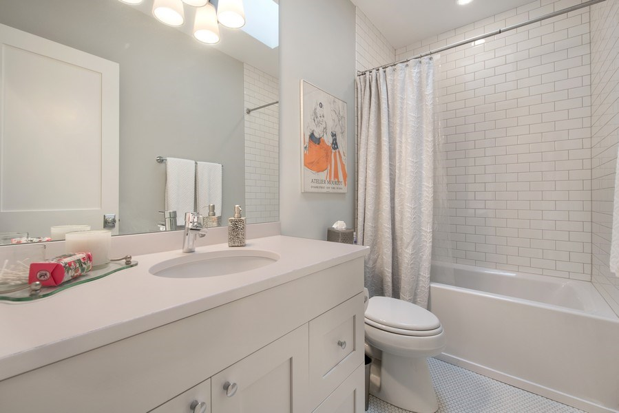 Real Estate Photography - 3943 N Hoyne Ave, Chicago, IL, 60618 - 2nd Bathroom