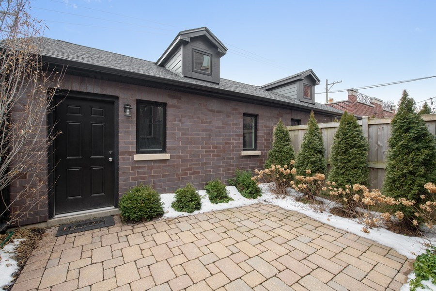 Real Estate Photography - 3943 N Hoyne Ave, Chicago, IL, 60618 - Patio