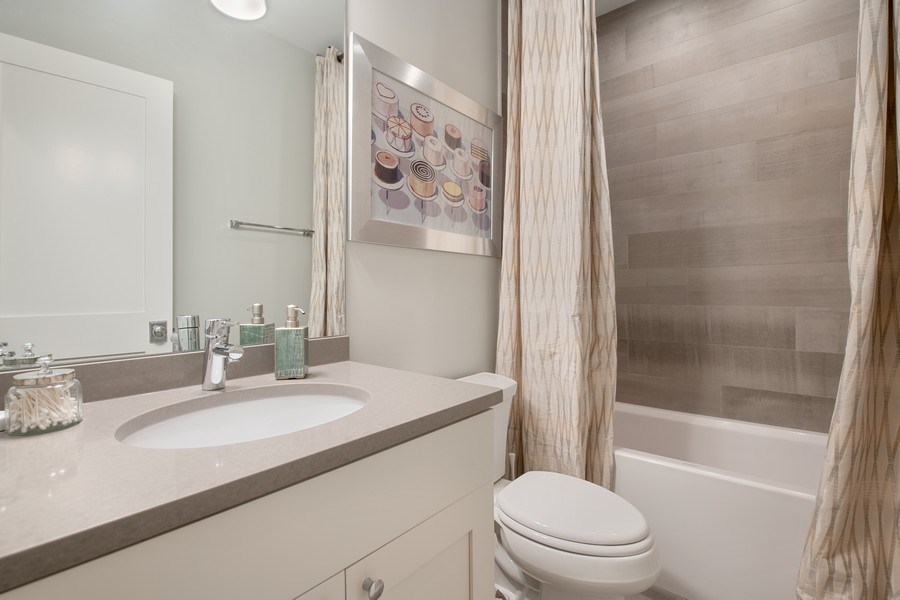 Real Estate Photography - 3943 N Hoyne Ave, Chicago, IL, 60618 - 3rd Bathroom