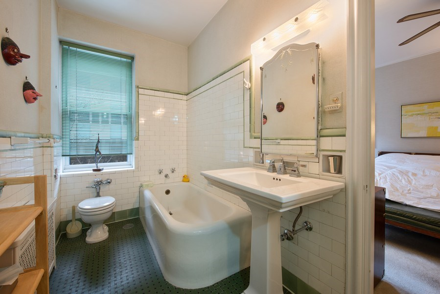 Real Estate Photography - 2912 N Commonwealth, Unit 1A, Chicago, IL, 60657 - Master Bathroom