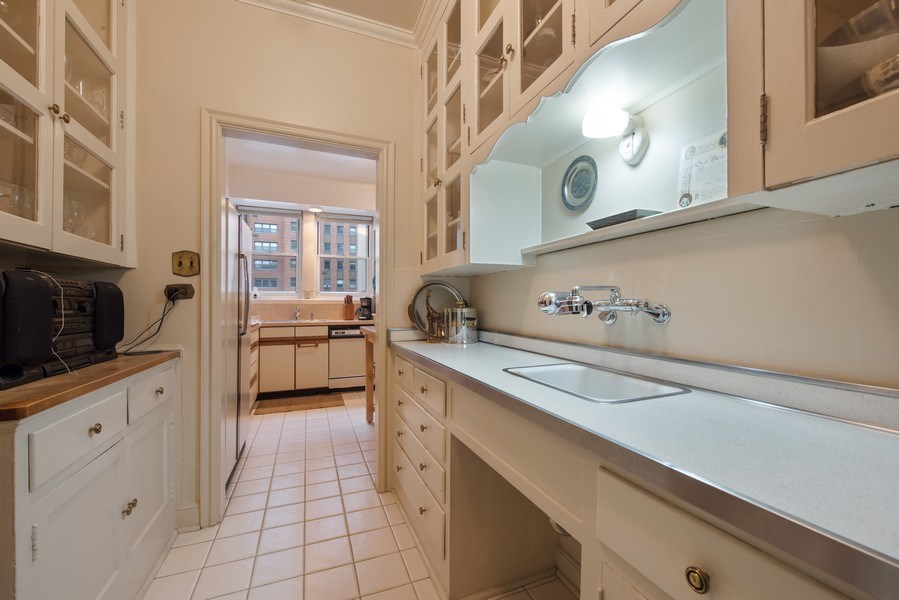 Real Estate Photography - 2912 N Commonwealth, Unit 1A, Chicago, IL, 60657 - Butler's pantry