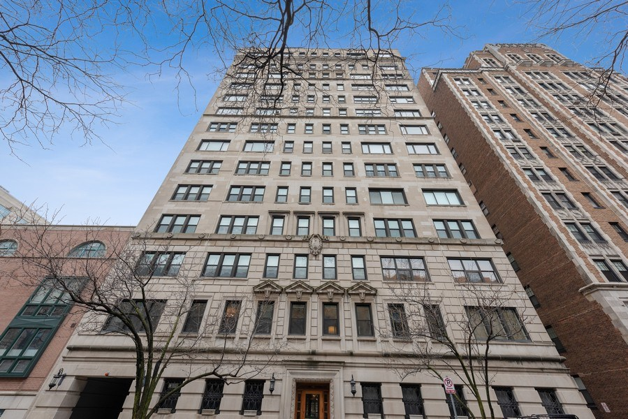 Real Estate Photography - 2912 N Commonwealth, Unit 1A, Chicago, IL, 60657 - Front View