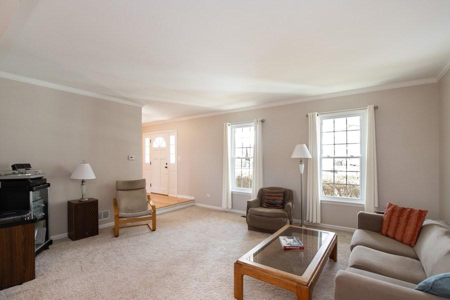 Real Estate Photography - 1716 Cedar Glen Ct, Libertyville, IL, 60048 - Living Room