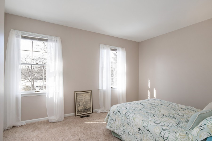 Real Estate Photography - 1716 Cedar Glen Ct, Libertyville, IL, 60048 - 2nd Bedroom