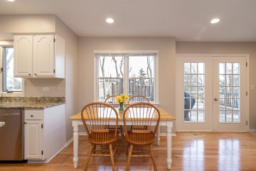 Real Estate Photography - 1716 Cedar Glen Ct, Libertyville, IL, 60048 - Eating Area