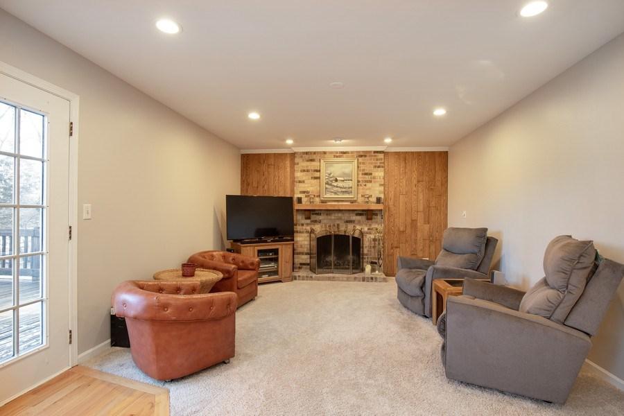 Real Estate Photography - 1716 Cedar Glen Ct, Libertyville, IL, 60048 - Family Room