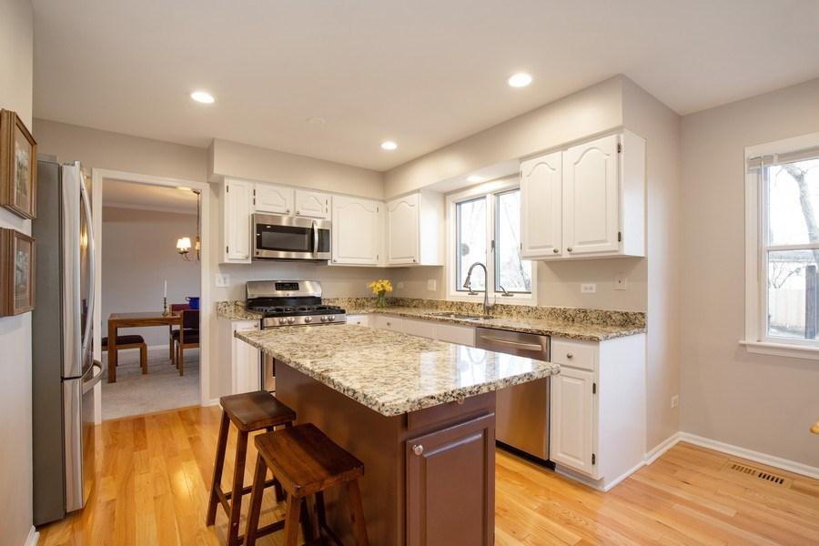 Real Estate Photography - 1716 Cedar Glen Ct, Libertyville, IL, 60048 - Kitchen
