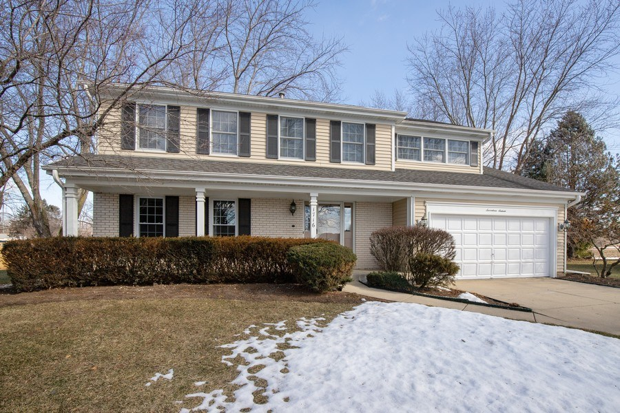 Real Estate Photography - 1716 Cedar Glen Ct, Libertyville, IL, 60048 - Front View