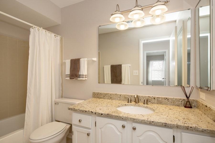 Real Estate Photography - 1716 Cedar Glen Ct, Libertyville, IL, 60048 - Hall Bath