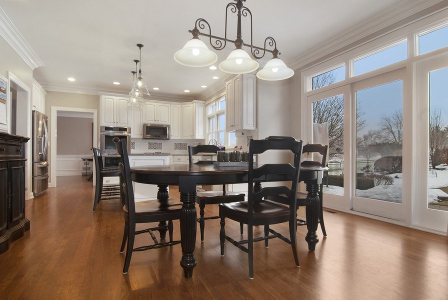 Real Estate Photography - 38W613 Clubhouse Dr, St Charles, IL, 60175 - Kitchen / Breakfast Room