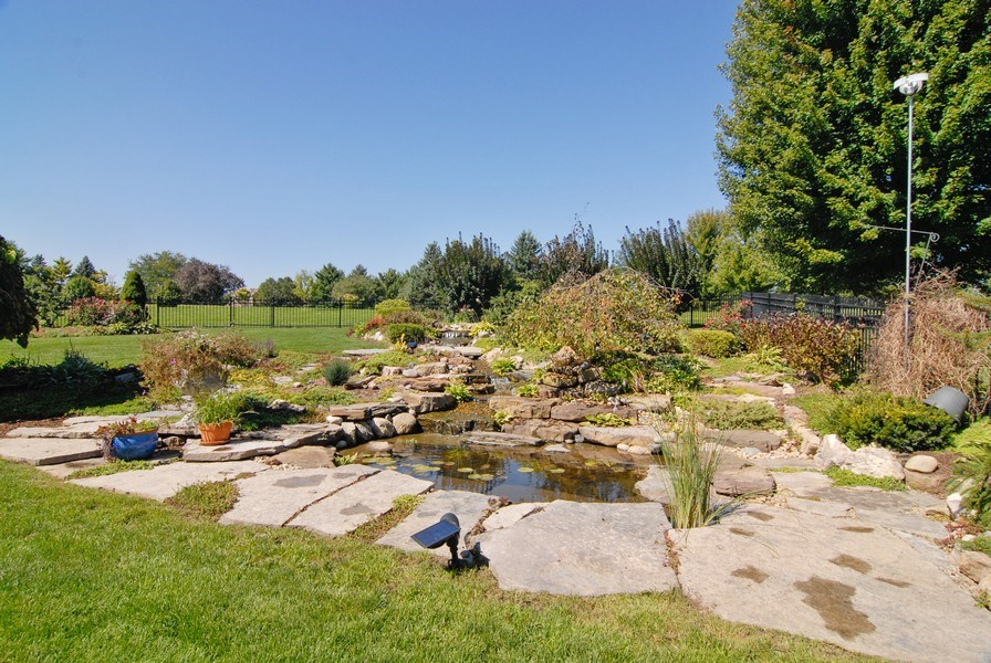 Real Estate Photography - 38W613 Clubhouse Dr, St Charles, IL, 60175 - Back Yard