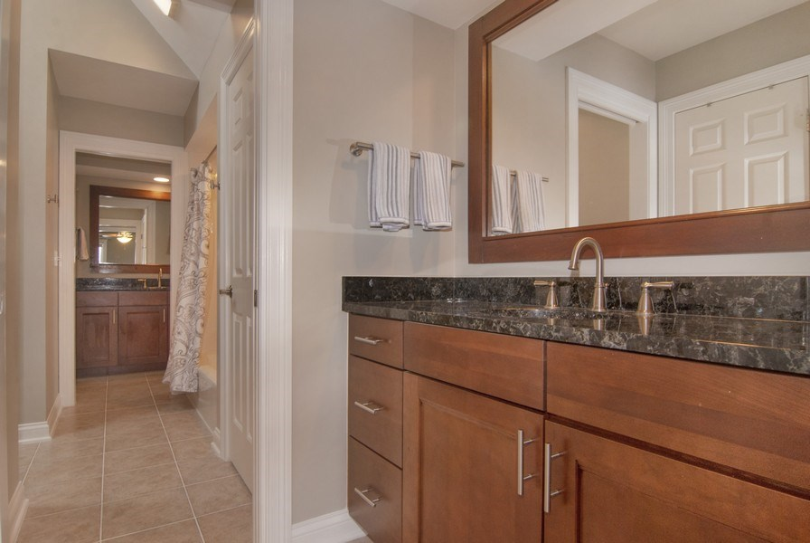 Real Estate Photography - 38W613 Clubhouse Dr, St Charles, IL, 60175 - 2nd Bathroom