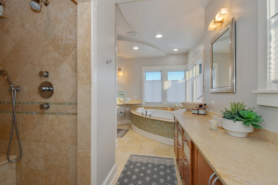 Real Estate Photography - 1509 E Eton Dr, Arlington Heights, IL, 60004 - Master Bathroom