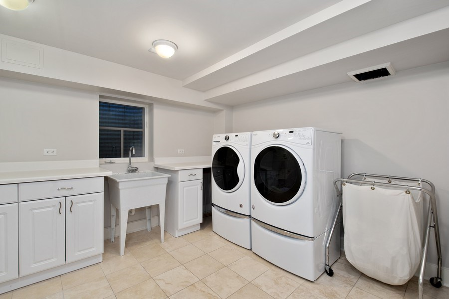 Real Estate Photography - 1509 E Eton Dr, Arlington Heights, IL, 60004 - Laundry Room