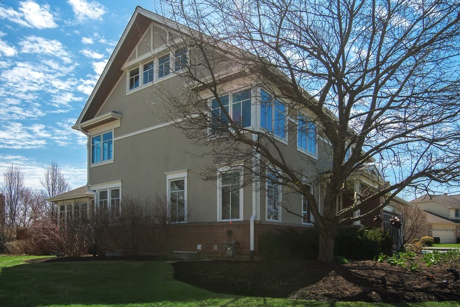 Real Estate Photography - 1509 E Eton Dr, Arlington Heights, IL, 60004 - Side View