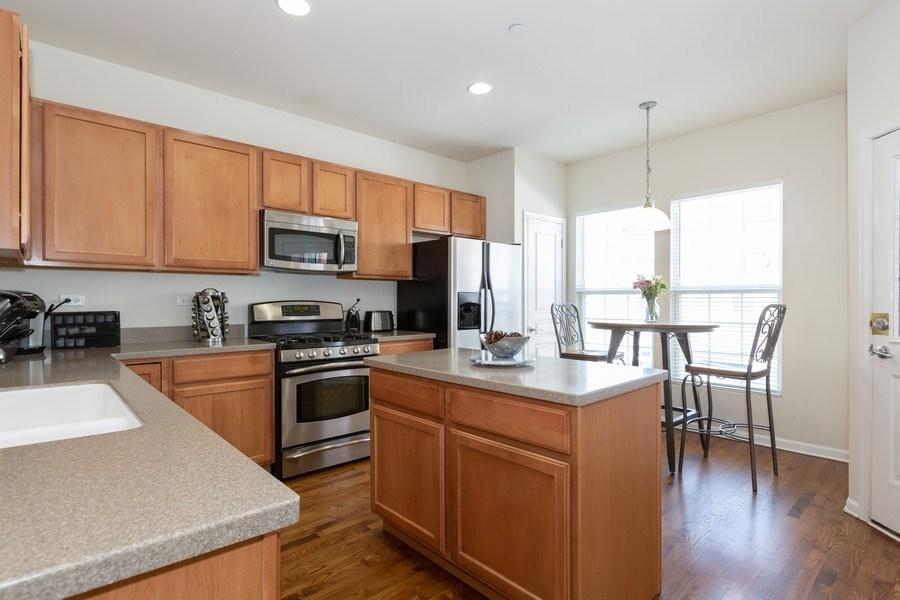 Real Estate Photography - 1117 Chelsea, Lake Zurich, IL, 60047 - Kitchen
