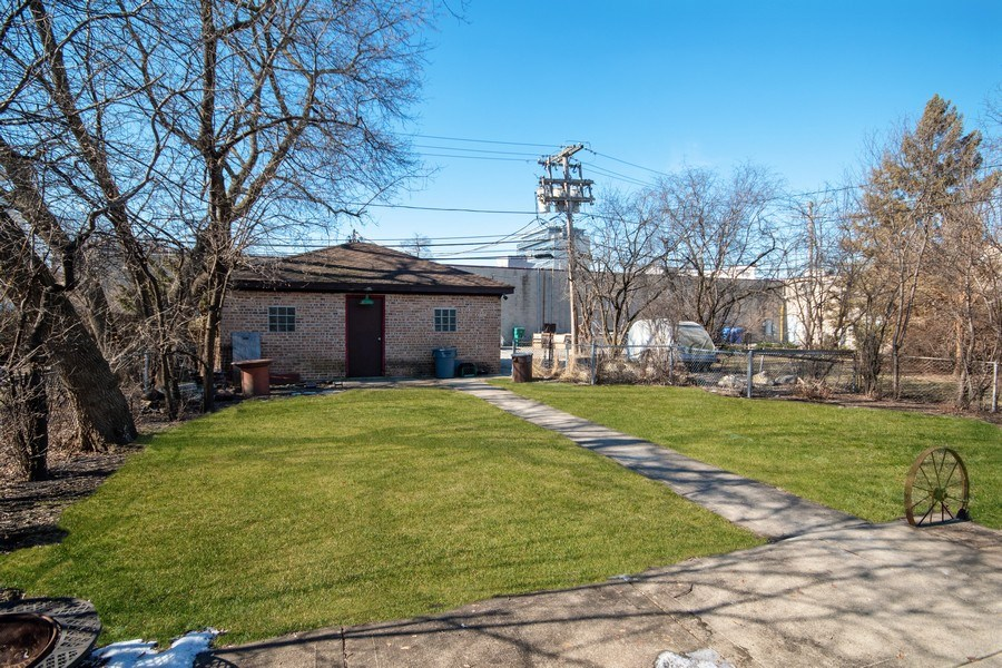 Real Estate Photography - 1231 N. Marion St., Oak Park, IL, 60302 - Back Yard