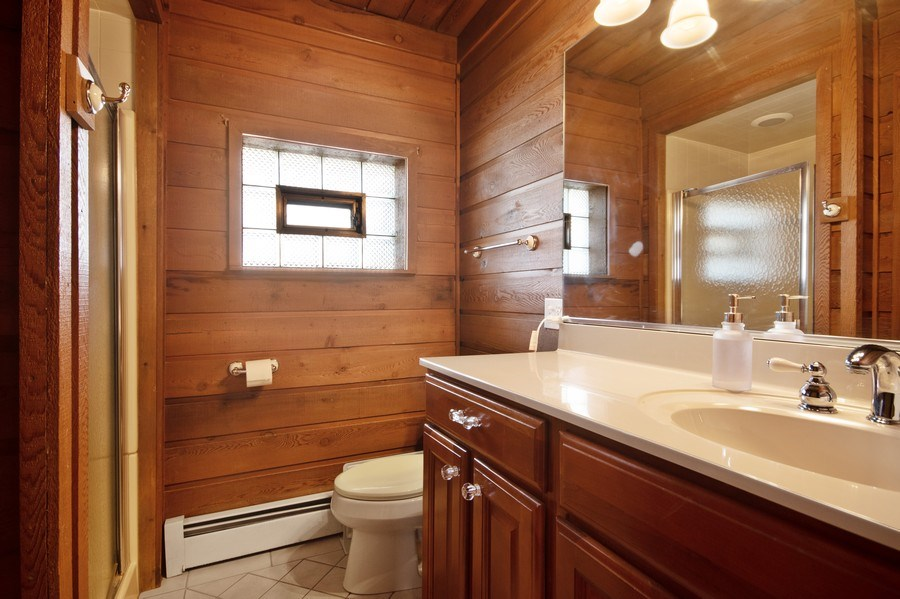 Real Estate Photography - 1231 N. Marion St., Oak Park, IL, 60302 - 2nd Bathroom