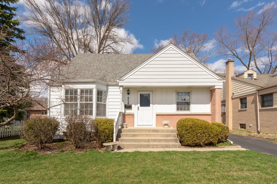 Real Estate Photography - 608 E Oakton, Arlington Heights, IL, 60004 - Front View