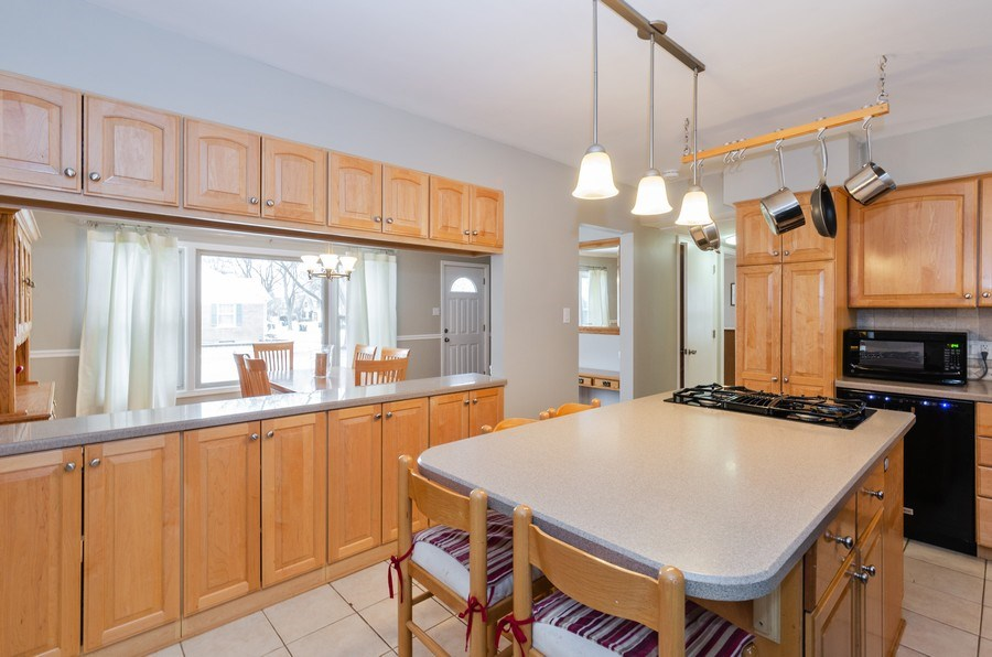 Real Estate Photography - 602 S Vail Ave, Arlington Heights, IL, 60005 - Kitchen