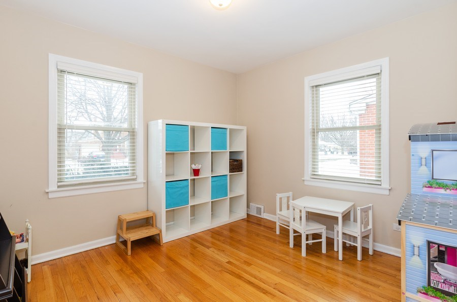 Real Estate Photography - 602 S Vail Ave, Arlington Heights, IL, 60005 - Bedroom