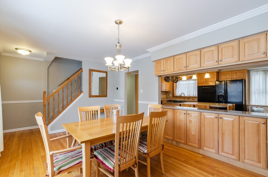 Real Estate Photography - 602 S Vail Ave, Arlington Heights, IL, 60005 - Dining Area