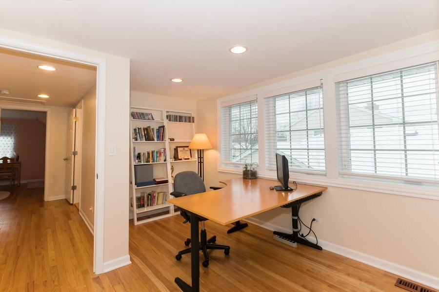 Real Estate Photography - 602 S Vail Ave, Arlington Heights, IL, 60005 - Office