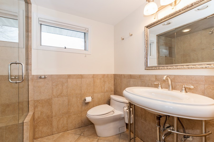Real Estate Photography - 602 S Vail Ave, Arlington Heights, IL, 60005 - 2nd Bathroom